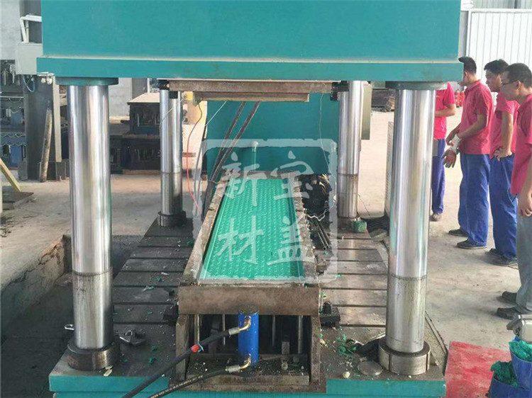 电缆沟盖板生产中